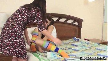 Лесбиянки с самотыками в постеле