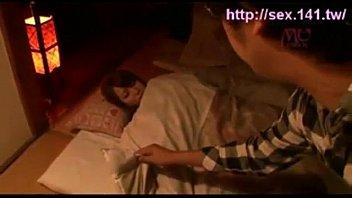 Трахнул спящую женщину смотреть онлайн