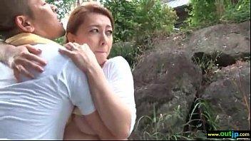 พาแม่บ้านสาวใหญ่มาเย็ดกลางป่า เปลี่ยนบรรยากาศทั้งเสียวทั้งระทึก-5 min