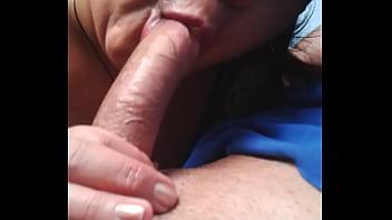 O venezuelano maduro de Maracay me chupa no carro - Mature Suck my Cock  www pornhub com filme xxx