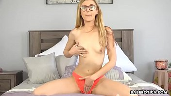 Is it Alexa Grace screaming while masturbating and cumming, again?