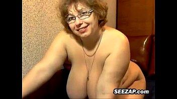 Зрелая сучка русская мастурбирует на веб камера