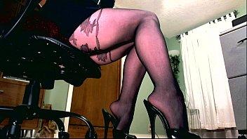 Красивые ножки в колготках под столом