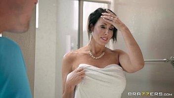 Xvedeo porno com coroa depois do banho