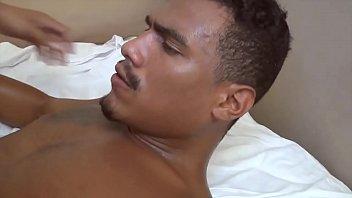 Lascando o cu do amigo no melhor filme porno gay