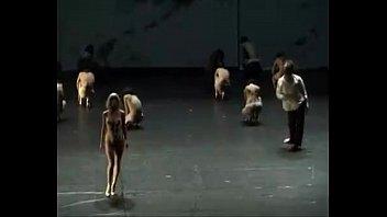 全裸舞台パフォーマンス