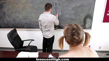 Частное порно худенькой студентки блондинки