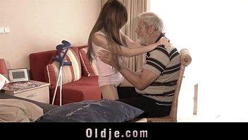 Se Futa Pe Ciclu Xxx Bunicul Isi Fute Nepoata