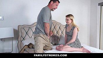 Pai fode gostoso com a filha loirinha