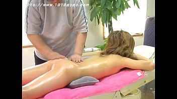 El masajista profesional y la nadadora