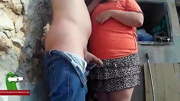 Nel bush con la strana donna grassa che fa sesso GUI0051