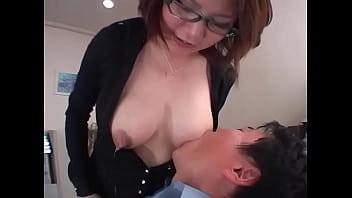 眼鏡お姉さんが授乳プレイする動画で抜くしかない!