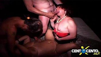 Orgía depravada en la prive! ¡Esposas, travestis y bisexuales!