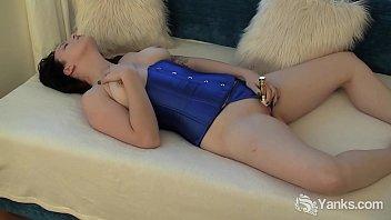 Yanks Babe Frankie Fedora Toys Her Pussy