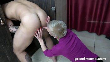 CFNM Hot Granny Rimming in The Locker Room Thumb