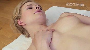 日本男児の按摩に大興奮の中欧ギャル 2