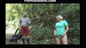 Il pompino della tardona nel bosco - The blowjob old girl in the woods cazzo