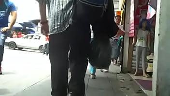 Culona en leggins negros