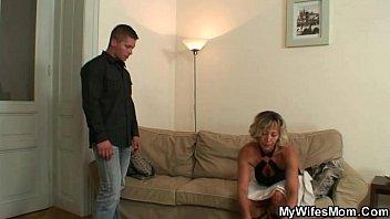 Мать домогается до сына порно видео