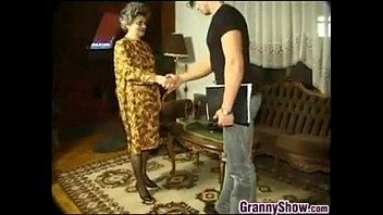 Смотреть порнуху бабушки и любовники внуки