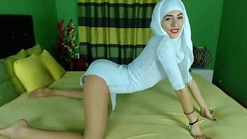 Muslim girl do it on webcam in stockings