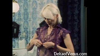 Красивую блондинку трахают на сеновале