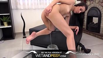 Wetandpissy - Amanda In The Mirror - Pissing Panties