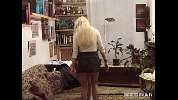 La domestica prima di essere assunta deve fare le prove con moglie e