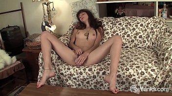 Slim Yanks Cutie Willow Masturbating