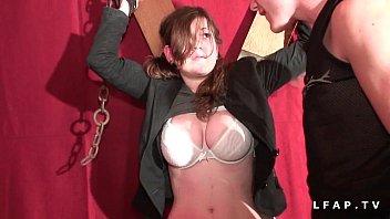 Jeune francaise aux enormes seins defoncee corrigee et fiste dans un jeu bdsm  #1171740