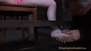 Откровенные фото голых женщин с широко раздвинутыми ногами крупным планом