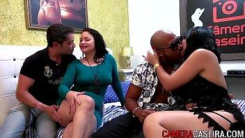 Porno a 3 com casais liberais se pegando na Cam