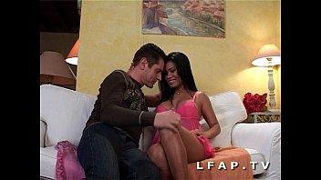 Piccolo procace tailandese sodomizzato con una buona sborrata in bocca