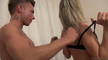 Filme Xxx Adulti Cu O Mamica Sexy Se Fute Cu Un Pustan De 19 Ani