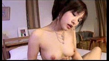 【巨乳美女】巨乳美女がチンポパイズリ、手コキして顔面騎乗でマンコ舐めさせる。