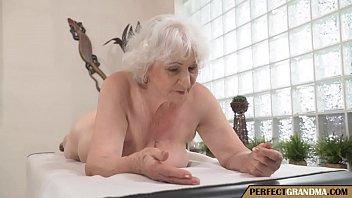Рыжая бабушка выебанная после массажа