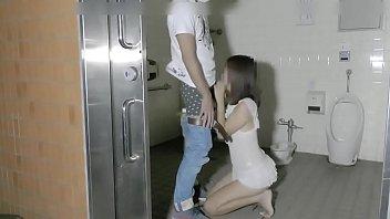 Muốn đi toilet phải chịch em cái đã | full: http://bit.ly/2PL6cve