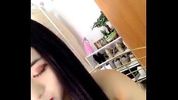Hot girl dáng chuẩn live stream show hàng