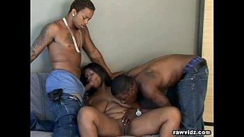 Ebony slut sets a threesome