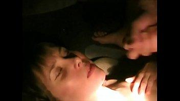 Девушка голая в ванной раздвигает ноги