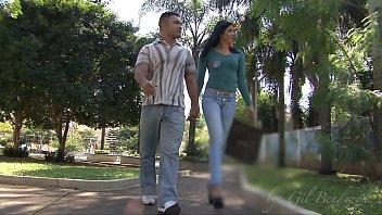 Manuela Amorim passeando pela praça encontra Loupan e vao para o motel