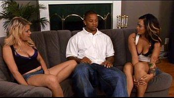 Threesome quente com Diana Divina e Mya Lay