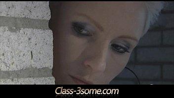 Негр ебет блонди в анал видео
