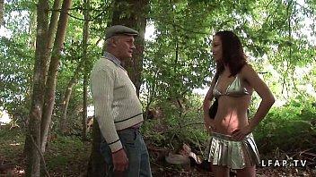 Jeune Jolie Candice deboitee dans 1 gangbang dans les bois Thumb