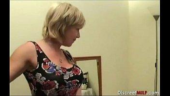 Зрелая мамочка трахается сыном