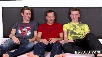 Порно кончают гею в очко по очереди