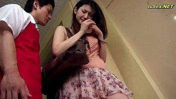 japan av แม่บ้านสาวญี่ปุ่นหุ่นดีสุดๆแถมยยังสวยมากๆโดนผัวจอมหื่นจัดหนักเล่นท่ายากอย่างเมามัน