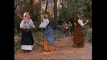 Девушки в лесу раздеваются эротиеа