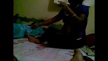 Desi aunty show her boobs scandel video