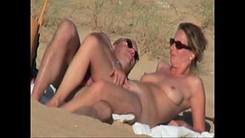Redtuby mulher pelada na praia